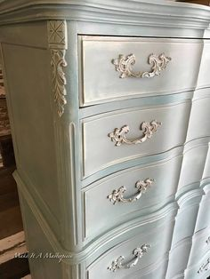 Base coat was old white. then second layer was real bold... mixed Provence, Florence, Aubusson and a touch of Antibes (see pic). Covered with a softer, muted blend of duck egg, Paris gray and old ochre (see pic). By wet distressing, I was able to reveal the Old White base coat. And by waxing, I was able to get some of the bolder blue underneath.
