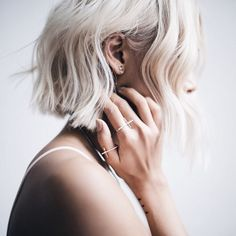 Blonde bobs look natural and attractive. If you combine a haircut with blonde bob, then you have hit jackpot. Look at these incredible blonde bob hairstyles. Good Hair Day, Great Hair, Messy Hairstyles, Pretty Hairstyles, Hairstyles Haircuts, Hairstyle Ideas, Bob Hairstyle, Looks Pinterest, Look Boho Chic