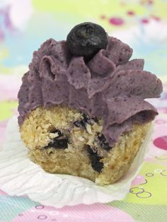 Raw Blueberry Coconut Cupcakes - Liver cleansing diet raw food recipes - Learn how to do a liver flush https://www.youtube.com/watch?v=e2SxDemOO54 I LIVER YOU
