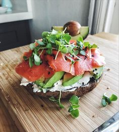 "Gefällt 7,072 Mal, 166 Kommentare - Lee Tilghman (@leefromamerica) auf Instagram: ""microgreens on everything!🌱 post workout snack of 1/2 paleo bagel with almond milk cream cheese,…"""