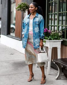 ve pulled together a list of 16 jean jacket outfits we?d gladly wear any day of the week. 60 Fashion, Autumn Fashion, Fashion Trends, Style Fashion, Fashion Ideas, Spring Outfits, Spring Summer Fashion, September Outfits, Jean Jacket Outfits