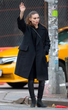 Rooney Mara from The Big Picture: Today's Hot Pics  Taxi! The actress is spotted in NYC.