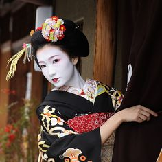Kyoto, Japan. The maiko (apprentice geisha) Fukuho - Together with other maiko and geiko (geisha) of the Miyagawa-cho district, Fukuho was visiting tea houses and teachers to wish them a happy new year.