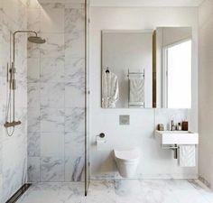 jolie salle de bain en marbre blanc, beaucoup de modeles salles de bains