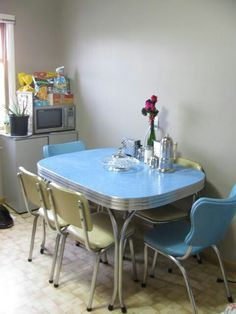 Vintage Kitchen Table and Chair. Vintage Kitchen Table and Chair. Chrome Dining Set In Blue and Cream Retro Kitchen Tables, Retro Dining Table, Vintage Table, Dining Set, Vintage Kitchen, 1950s Kitchen, Retro Kitchens, Diner Table, Kitchen Chairs