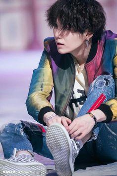 "mim yoongi (SUGA) dispatch bangtan sonyeondan (BTS) love yourself 轉 tear comeback ""FAKE LOVE"" photos Bts Suga, Min Yoongi Bts, Bts Bangtan Boy, Bts Boys, Jhope, Namjoon, Taehyung, Foto Bts, Bts Photo"