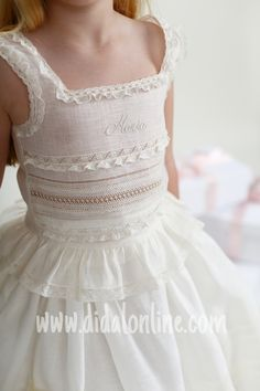 Enaguas de María Little Girl Outfits, Kids Outfits, White Baby Dress, First Communion Dresses, Kids Frocks, Christening Gowns, Heirloom Sewing, Princess Style, Baby Girl Fashion
