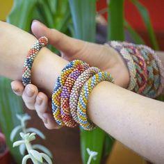 Learn Bead Crochet with Free Jewelry Inspiration Projects Crochet Bracelet Tutorial, Crochet Bracelet Pattern, Bead Crochet Patterns, Crochet Beaded Bracelets, Beaded Bracelets Tutorial, Bead Crochet Rope, Beaded Bracelet Patterns, Jewelry Patterns, Beaded Jewelry