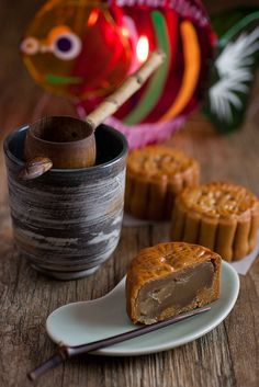 Traditional baked Mooncake recipe from @Kokken