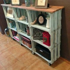 25 Wood Crate Upcycling Projects For Fabulous Home Decor - Organize and decorate your home using nothing but wood crates! Those wood crates make some great functional and adorable DIY home decor and organization items for your family! Pallet Furniture, Furniture Projects, Furniture Makeover, Furniture Stores, Bedroom Furniture, Cheap Furniture, Discount Furniture, Pallet Chair, Lawn Furniture
