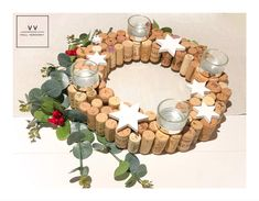 Christmas Trends, Christmas Time, Wine Cork Art, Champagne Corks, Advent Wreath, Wooden Stars, Red Berries, Creative Kids, How To Make Wreaths