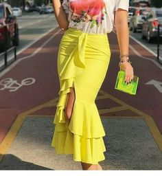 Printed t-shirt and a long yellow skirt Casual Dresses, Fashion Dresses, African Traditional Dresses, Look Fashion, Fashion Design, Chor, African Dress, Skirt Outfits, Dress Patterns