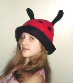 """Дочка Женя сваляла себе шапку. Валяла не просто так, а делала проект в рамках городской конфренции """"Первые шаги в науку"""", секция """"Декоративно-прикладное…"""