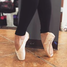 Those feet though! 😍 Find your perfect pointe shoe at #oytdancewear! 👯