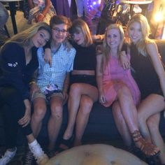 Taylor Swift, Martha Hunt & Gigi Hadid with fans - Loft '89 (1989 World Tour) Detroit.