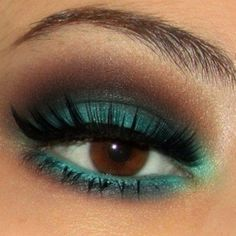 Turquoise and brown. My addiction right now: colors! Used a gorgeous teal on my eye the other night, so beautimous!