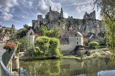 Poitou-Charentes : Angle sur l'Anglin - Les plus beaux coins de France Loire Valley Map, The Places Youll Go, Places To Visit, Travel Around The World, Around The Worlds, France Love, French Images, Poitou Charentes, Parcs
