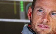 Il Campione del Mondo 2009 Jenson Button ha elencato i motivi per cui il Gran Premio di Gran Bretagna sta subendo un netto calo di vendite dei biglietti rispetto allo scorso anno: la crisi economica globale e lo stile di guida attendista dei piloti nelle prime gare dell'anno per risparmiare le gomme ha reso lo spettatore meno interessato ad assistere ai GP dai circuiti di tutto il mondo, preferendo una più comoda visualizzazione dal televisore di casa.
