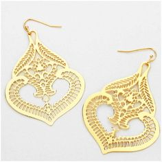 VINTAGE CUTOUT GOLD ORIENTAL CANDLE LIGHT DANGLE EARRINGS - Flat Mesh