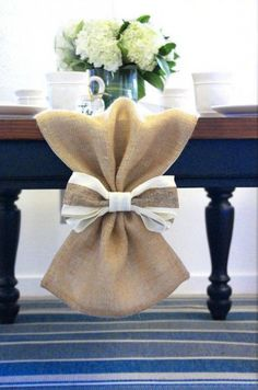 Burlap Table Runner with Bow, Table cloth, Centerpiece, Wedding table runner Decor. Table Runner perfect for home decor, from MonarcaDesigns on Etsy. Burlap Table Decorations, House Party Decorations, Wedding Decorations, Decor Wedding, Wedding Ideas, Diy Wedding, Wedding House, Centerpiece Wedding, Rustic Centerpieces