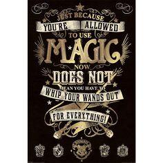 Oryginalny plakat Harry Potter - Magic   Detale: - format pionowy - 61,5 x 91,5 cm - metallic gold ink  Chcesz stać się częścią magicznego świata Harry'ego Pottera ale masz już dość poszukiwania peronu 9 i 3/4? Po prostu zamień swój dom w Hogwart. Wszystko czego potrzebujesz znajdziesz w sklepie internetowym EMP. Oprócz całej masy figurek Funko Pop! z Twoimi ulubionymi bohaterami serii o młodym czarodzieju, mamy koszulki z Hogwartu, kubki, czapki, szaliki i wiele więce
