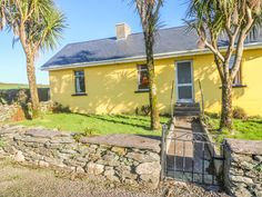 PRICE FROM £204.00 PW SLEEPS 4 BEDROOMS 3 BATHROOMS 2 PET FREE This single-storey detached cottage on Valentia Island sleeps five people in three bedrooms.