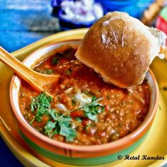 Pav Bhaji is the second-best thing that happened to Mumbai- the first thing of course Vada Pav. Indian Potato Recipes, Vegan Indian Recipes, Vegetarian Recipes, Ethnic Recipes, Mumbai Street Food, Indian Street Food, Curry Recipes, Soup Recipes, Bhaji Recipe