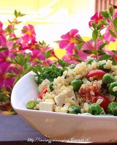 Quinoa con piselli, fagiolini e tofu.