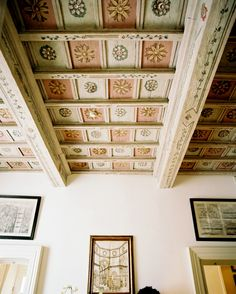 """Place, Florence - """"A Tale of Two Cities,"""" Lonny October/November Painted Ceiling Beams, Ceiling Painting, Ceiling Murals, Ceiling Decor, Ceiling Design, Hotel Ceiling, Beautiful Interior Design, Beautiful Interiors, Florence Hotels"""