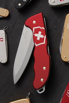 Unyielding design perfect for every adventure Victorinox Knives, Victorinox Swiss Army Knife, Cool Knives, Knives And Swords, Bushcraft Camping, Camping Gear, Survival Knife, Survival Prepping, Tool Steel