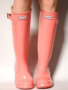 coral Hunter rain boots. what more could a girl ask for?