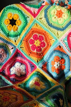 Crochet blanket by Gilly Lilly, via Flickr,  good idea to  make a square african flower