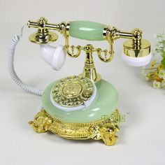 Vintage Iron, Retro Vintage, Vintage Items, Vintage Stuff, Telephone Retro, Antique Phone, Toy Cars For Kids, Apple Watch Accessories, Vintage Appliances