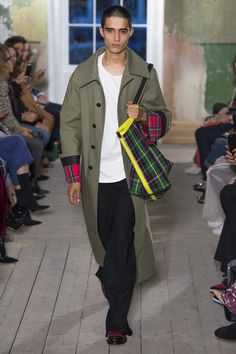 Burberry Fall 2017 Ready-to-Wear Collection Photos - Vogue