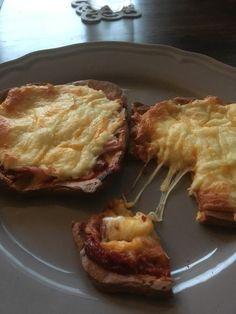 Low Carb Pizza aus einem Ei-Quark-Teig, ein sehr schönes Rezept aus der Kategorie Gemüse. Bewertungen: 10. Durchschnitt: Ø 3,8.