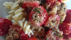 Spaghetti with Oven-Roasted Cherry Tomatoes This vegetarian Italian pasta dish tastes best with sun-ripened cherry tomatoes - that's how it's eaten in Italy. Make sure all ingredients are top-notch quality. Pasta Recipes, Cooking Recipes, What's Cooking, Rice Recipes, Yummy Recipes, Oven Roasted Cherry Tomatoes, Cherry Tomato Recipes, Vegetarian Italian, Jamie's Italian