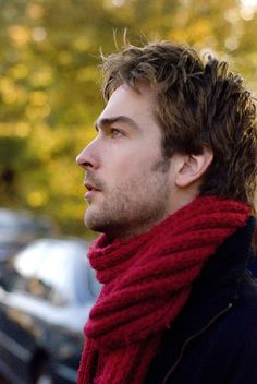 Tom Mison, A Brit looking amazing in a scarf! How are they doing this over there and why can't we have some of the same? ship them all over there for some training!