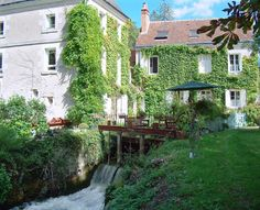 """This former mill crossed by the small river """"L'Indrois"""", is a wonderfull site which will delight the fishing lovers. It's located in Genillé, a city by the river, 20 km away from Chenonceau, 11 km from the Royal City of Loches and 10 km from Montrésor, listed among the Most beautiful French Villages. This gite of 130m ² warmly receive 6 people."""