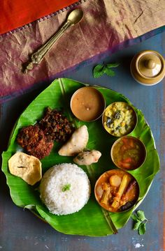 South Indian Thali, South Indian Food, Lunch Recipes Indian, Vegetarian Recipes, Sambhar Recipe, Veg Thali, Traditional Indian Food, Food Photography Tips, Indian Street Food