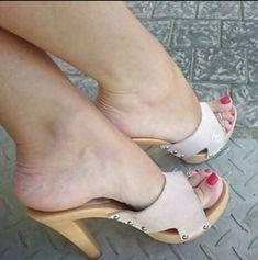 Thigh High Heels, Hot High Heels, Feet Soles, Women's Feet, Clogs, Wooden Sandals, Stiletto Shoes, Toe Shoes, Sexy Sandals