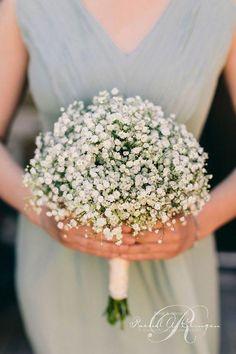 La simplicité d'un bouquet de gypsophiles