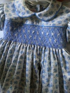 Hand smocked blue and cream print smocked dress Smocked Baby Clothes, Girls Smocked Dresses, Baby Girl Dresses, Vintage Kids Clothes, Sewing Kids Clothes, Baby Dress Patterns, Smocking Patterns, Sewing Patterns, Frocks For Girls