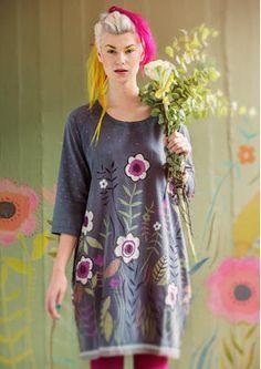 """Skandinavische Mode von Gudrun Sjödén - Das Kleid """"Vallmo"""" aus Baumwolle/Seide ist durch die schöne Qualität und der Stickereien mit bunten Glasperlen ein wahrer Hingucker. Kaufe dein traumhaftes Kleid """"Vallmo"""": http://www.gudrunsjoeden.de/mode/produkte/kleider"""