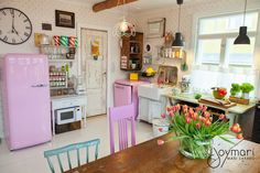 kitchen ❤︎ Country Kitchen, Vintage Home Decor, Home Furniture, Color Pop, Kitchens, Sweet Home, Dining Room, Colours, House Styles