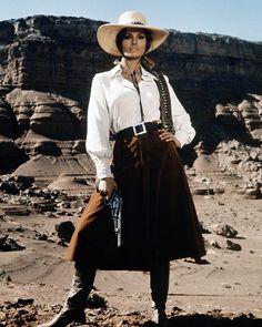 Raquel Welch in Bandolero, 1968 Bandolero! Raquel Welch on wikipedia and IMDb. Saloon Western, Western Film, Western Movies, Western Wear, Rachel Welch, Westerns, Cow Girl, Revolver, Photo Mannequin