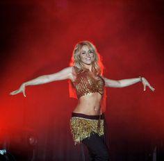 Pin for Later: Shakira's Bauchmuskeln können sich immer noch sehen lassen