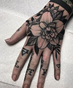 Inspiration de recherche pour un tatouage Blackwork. Belly Tattoos, Foot Tattoos, Body Art Tattoos, Sleeve Tattoos, Tattoo Sleeves, Tribal Tattoos, Tattoo Main, Get A Tattoo, Heart Tattoo Designs