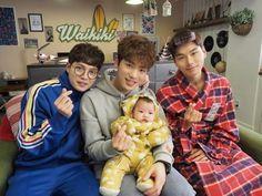 """""""Laughter in Waikiki"""" Kim Jung-hyun, Lee Yi-kyung, and Son Seung-won Pose with Adorable Baby Jung In, Kim Jung, Korean Drama, Taiwan, Dong Gu, Kim Joong Hyun, Korean Shows, Web Drama, Park Bo Young"""