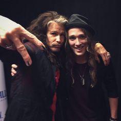 Travis Cormier de La Voix rencontre son idole Steven Tyler!!! | HollywoodPQ.com
