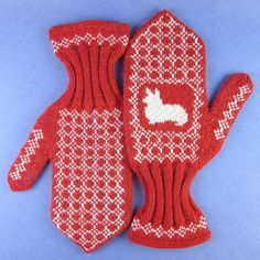 At first glance, the Cozy Corgi Mittens look like a pair of traditional winter mittens probably made by your grandmother. However, after a closer look, you'll discover a tiny little dog silhouette in the center of the mitt. Fingerless Mittens, Mitten Gloves, Knit Hats, Fall Knitting Patterns, Knitting Projects, Fair Isle Knitting, Free Knitting, Alter Pullover, Patterns